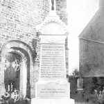 Le monument aux morts (carte photo)